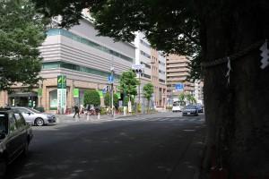 大國魂神社前交差点 三井住友銀行
